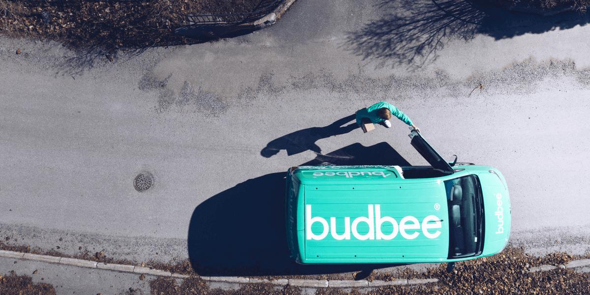 Budbee auto op de weg